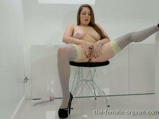 热 孩儿 masturbates 她的 毛茸茸 fleshy 的阴户 到 multiple orgasms