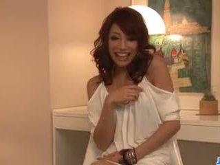 Aya sakuraba amazes עם שלה מציצות ו - הדוקה כוס.