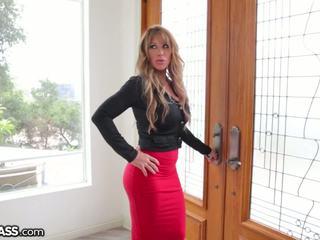 Slutty bevállalós anyuka surprises daughters boyfriend -ban zuhany