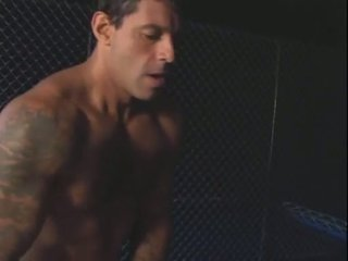 Egy bela e o prisioneiro (2004)