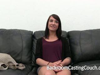Gadis akan datang pintu gets ambush creampie pada pemilihan pelakon sofa