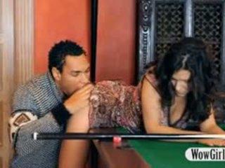 Kaakit-akit penelope fucked may itim titi sa billiards table