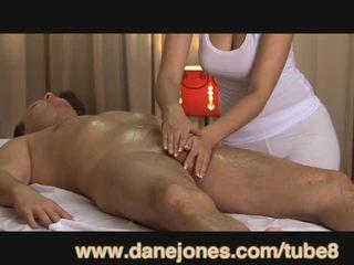 Danejones krásne prsnaté masseuse takes starostlivosť na tvoj orgazmus