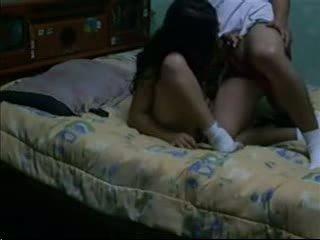 Seks porno & trekken donker haired fucks haar bf in haar slaapzaal
