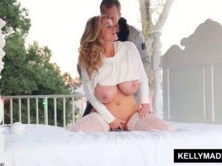 Kelly madison sundown stroking op de patio <span class=duration>- 11 min</span>