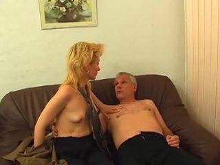 Blondinke gets poraščeni muca pounded