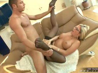 Bitchy 뜨거운 ahryan astyn gets a 풍부한 spurt 의 수탉 cream 에 그녀의 얼굴