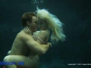 Whitney taylor - pod vodo seks