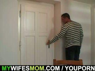 Мастурбиране майка gets busted и screwed