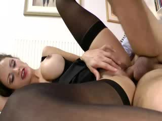 Amateur porn Hooker wants to go pro so sucks old dong