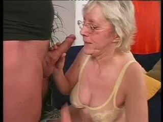 Ras bunicuta happily takes o greu dicking