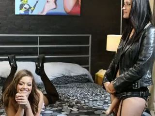 brunetta, culo in bocca, anale
