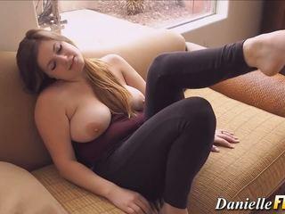 बड़े स्तन, सेक्स के खिलौने, लड़कियां