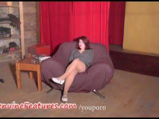 Exotický dospívající představení ji buclatý tělo na the odlitek