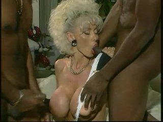 Dolly buster - milf inpulit de 2 negru guys