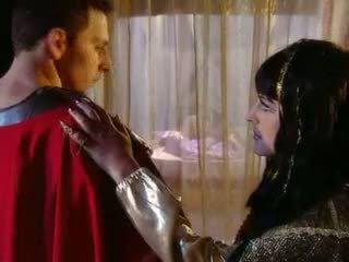 Cleopatra goes กรีก สไตล์