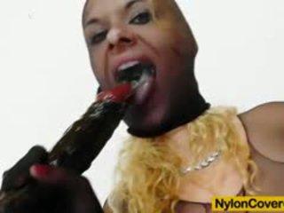 Anita senhorita gives cabeça para um escuro plástico caralho enquanto being