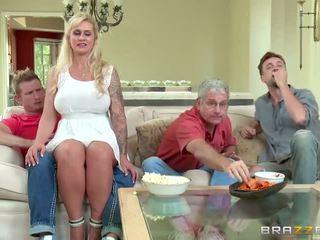 Brazzers - 새엄마 takes 약 젊은 수탉 - 포르노를 비디오 451