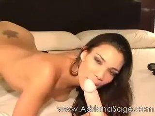 Adriana sage veebikaamera poolt jaminel