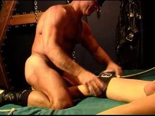 Bodybuilder siksaan alat kelamin pria session dengan akademi tiang.