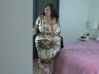 Peeping: liels dabas bumbulīši & lielas skaistas sievietes porno video 0e