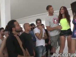 ブルネット, 新しい 集団セックス すてきな, 見る フェラチオ もっと