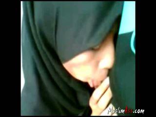 Indonsian hijab gf सकिंग आउटडोर