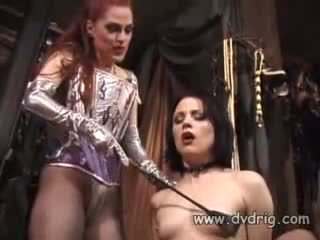 Lesbian bitches boo dilicious charlie and lili anne form a bayan chain sticking karet dildos in each others cunt