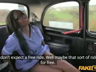 Възбуден lola gets прецака в на taxi