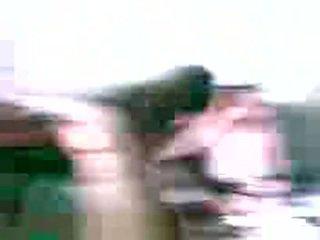 Afrikaans meisje dare 3 guys naar neuken haar