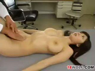 जपानीस टीन गर्ल gets गड़बड़ द्वारा एक डॉक्टर
