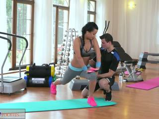 Fitnessrooms multiple orgasms для чорна haired гімнастичний зал nymph