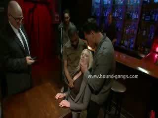 Blondie terpaksa untuk apaan bar mates di dalam kasar mulut apaan dan kelompok anal seks