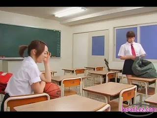 lesbiete, skolnieces, asian