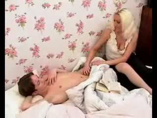 Kirglik emme teeb poiss munn raske koos kuum suhuvõtmine ja onaneerimine.