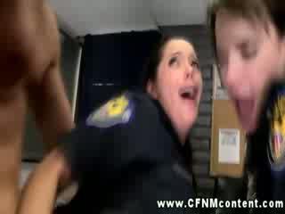 Sexy politie babes getting anally geneukt en liefde het