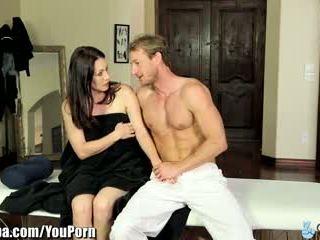 Curvy милф rayveness подмамени в чукане masseur