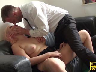 Choked brit skank spēlē ar sev, porno būt