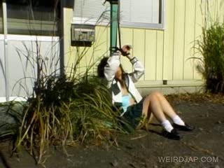 Азіатська школярка shows волохата пизда