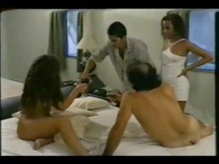 Une baise en groupe brésilienne