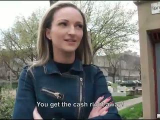Těsný eurobabe melanie fucked pro peníze