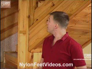 Clothilda と peter 意地の悪い ストッキング フィート ビデオ