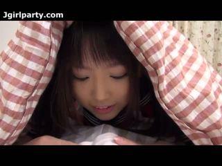 Super söt och kåta japanska 18yo skol