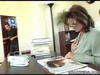 Αφεντικό teasing employe !