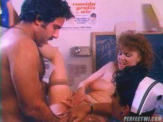 Mencampur dari seks tiga orang movs oleh dvd kotak