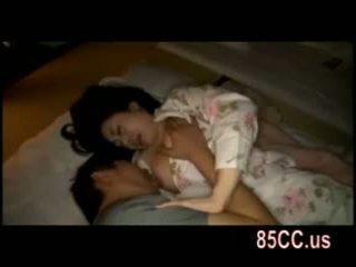 Asawang babae fucked by husbands kaibigan sa ang bed 05