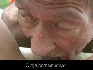 Scrawny régi férfi does anális 21 szexi longhaired szőke