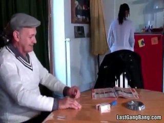 Rijpere frans sult tries tiener poesje
