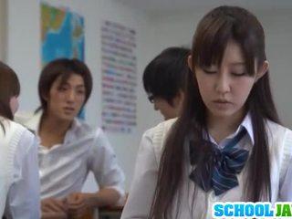 Besar titted pelajar putri azumi
