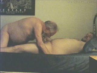 ग्रॅनड्पा has मजाक साथ grandson
